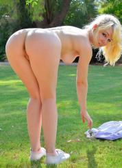 Astrid Flexible Striptease Picture 11