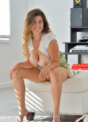 Gianna Pervy High Fashion Picture 13